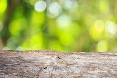 Bästa trätabell med solig bakgrund för abstrakt begreppgräsplannatur, bl Royaltyfria Bilder