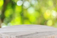 Bästa trätabell med solig bakgrund för abstrakt begreppgräsplannatur, bl Arkivbilder
