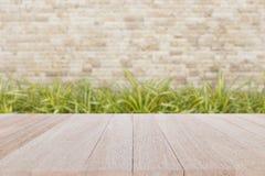 Bästa trätabell med suddighetsbakgrund Royaltyfri Bild