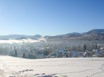 Bäume bedeckt mit Schnee auf einem Winterberg Winter in den Bergen Stockfoto