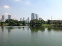 Bäume in einem grünen Park in Tokyo Lizenzfreie Stockfotos