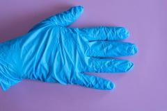 Błękitne gumowe rękawiczki na różowym tle kombinezony i mundury Ręki ochrona zdjęcia royalty free