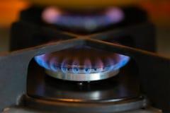 Błękitny płomień płonący benzynowej kuchenki palnik W górę, selekcyjna miękka ostrość zdjęcia royalty free