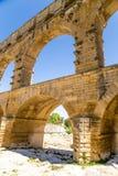Bågar av akvedukten Pont du Gard, Frankrike, I-århundradeANNONS Royaltyfri Foto