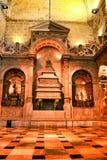 Bågar och monumentala kolonner av den Santa Maria de Belem kyrkan royaltyfria bilder