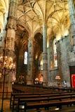 Bågar och monumentala kolonner av den Santa Maria de Belem kyrkan arkivfoton