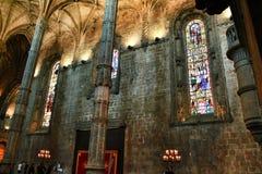 Bågar och monumentala kolonner av den Santa Maria de Belem kyrkan fotografering för bildbyråer
