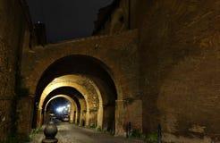 Bågar på natten i Rome Royaltyfri Fotografi