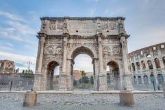 Båge av Constantine i Rome, Italien Royaltyfri Bild