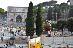 Båge av Constantine nära Colosseumen i Rome, Italien royaltyfri foto