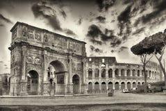 Båge av Constantine och Colosseumen, Rome Royaltyfria Bilder