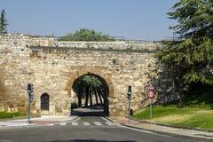 Båge av den San svalan i Burgos Spanien Royaltyfri Foto