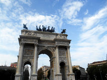 Båge av fred (Arco dellahastighet), Milan, Italien Arkivfoton
