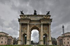 Båge av fred - Milan, Italien fotografering för bildbyråer