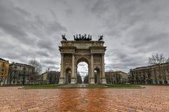 Båge av fred - Milan, Italien arkivbild