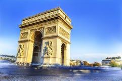 Båge av triumfen. Dagtid. Paric Frankrike royaltyfri bild