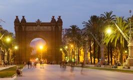 Båge del Triomf i sommarskymning Barcelona Arkivbilder