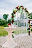 Båge för bröllopceremonin Arkivfoton