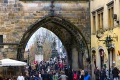 Båge i brotornet i Prague royaltyfri fotografi