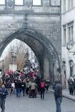 Båge i brotornet i Prague royaltyfria bilder