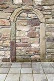 Båge i ett gammalt murverk Royaltyfri Foto