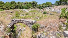 Båge i forntida roman amfiteater i Syracuse Royaltyfria Bilder