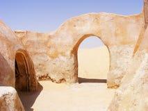Båge och hus från Star Wars - Mos Espa, Tatooine arkivbild