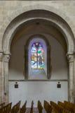 Båge- och målat glassfönster Royaltyfri Bild
