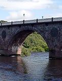 Båge på bron över floden: Flod Tay, Perth, Skottland Arkivfoton