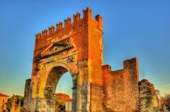 Bågen av Augustus på Rimini fotografering för bildbyråer