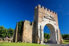 Bågen av Augustus på Rimini royaltyfri fotografi