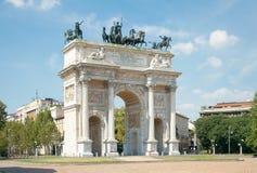 Bågen av fred (XIX århundradet) i Sempione parkerar, Milan, Italien Fotografering för Bildbyråer