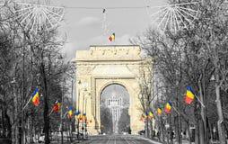Bågen av Triumph Arcul de Triumf från Bucharest Rumänien, nationell dag Royaltyfri Foto