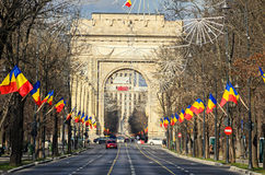 Bågen av Triumph Arcul de Triumf från Bucharest Rumänien, nationell dag Arkivbild