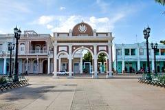 Bågen av Triumph in i Jose Marti Park, Cienfuegos, Kuba Arkivbild
