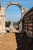 Bågen i den Umayyad staden fördärvar i Anjar, Bekaa Valley, Libanon arkivfoto