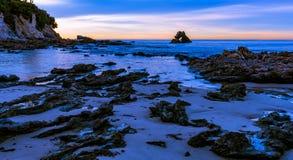 Bågen på Corona Del Mar Beach, Kalifornien Arkivfoton