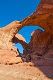 bågen välva sig den dubbla nationalparken utah royaltyfri foto