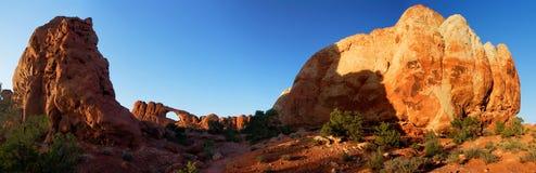 bågen välva sig den nationella solnedgången USA för panoramaparkhorisont Arkivfoto