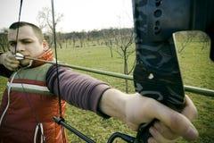 bågskytt skjutit ta Fotografering för Bildbyråer