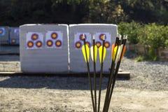 Bågskytte i en skjutbana Royaltyfri Fotografi