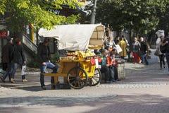 Båset som erbjuder Oscypek ost royaltyfri fotografi