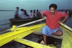 båtuthyrare india varanasi Royaltyfri Foto