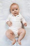 Bébé étonné sur la couche-culotte Photographie stock libre de droits