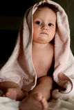Bébé après bain images stock