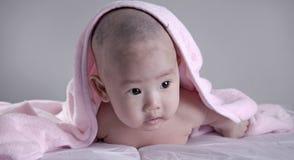 bébé après le bain 7 photos stock