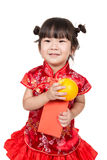 Bébé asiatique heureux dans le costume chinois rouge image libre de droits