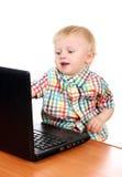 Bébé avec l'ordinateur portatif images libres de droits