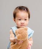 Bébé avec l'ours photo stock
