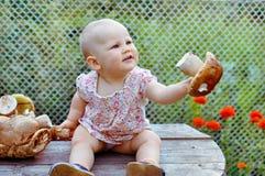 Bébé avec le champignon Photos libres de droits
